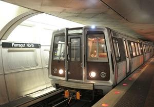 В вашингтонском метро поезд сошел с рельсов