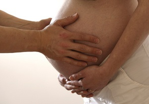 Врачи: Женщинам, страдающим от болезней десен, требуется больше времени на зачатие