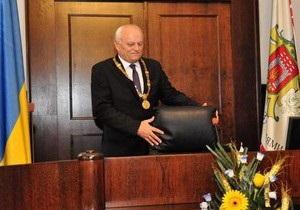 Мэр Черновцов, пять раз подряд побеждавший на выборах, отправлен в отставку