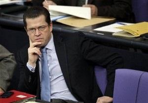 Министр обороны Германии просит лишить его ученой степени