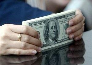 Доллар откатился от месячных минимумов, евро приближается к 10,5 грн