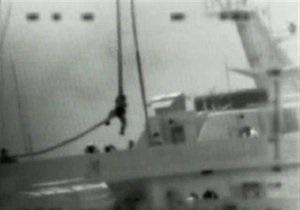 Израиль опубликовал собственное видео боя на корабле правозащитников