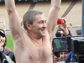 Черновецкий в плавках заявил, что он  физически и психически абсолютно здоров