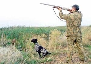 Под Кабмином охотники протестуют против переноса начала сезона охоты