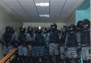 Литвин просит силовиков предоставить информацию о ситуации в скандальных округах