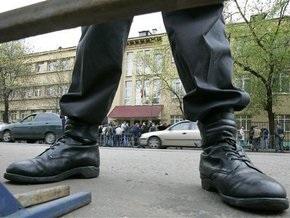 Известный российский художник утверждает, что милиционеры оттачивали на нем приемы самбо и дзюдо
