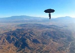 новости США: Экстремал из США опробовал в качестве парашюта садовый зонт
