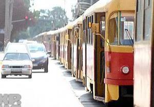 В Киеве в результате столкновения двух Mistubishi образовалась пробка из десяти трамваев