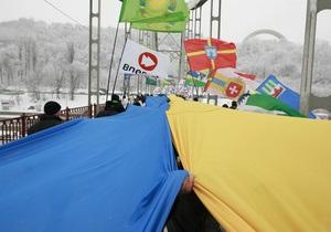 В День Соборности берега Днепра соединил 200-метровый флаг Украины