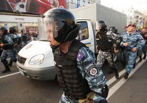 У Лукьяновского СИЗО, куда привезли Тимошенко, произошел инцидент с автозаками