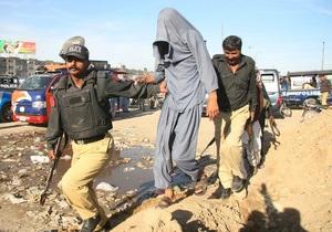 В Пакистане толпа заживо сожгла мужчину, обвиненного в осквернении Корана