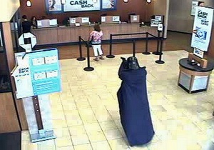 В Нью-Йорке мужчина ограбил банк в костюме Дарта Вейдера