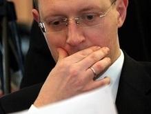 Яценюк написал книгу о тайнах времен оранжевой революции