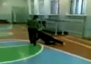 В России возбудили уголовное дело против школьника, избивавшего пожилую учительницу