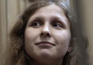 Осужденная участница Pussy Riot объявила голодовку