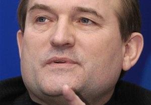 Медведчук заявил, что Ющенко запутался: То мычит о большей демократии, то требует полномочий Кучмы