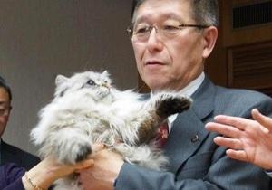 Путин подарил японскому губернатору кота