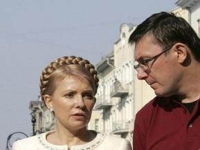 Луценко пришел на заседание Кабмина по личной просьбе Тимошенко