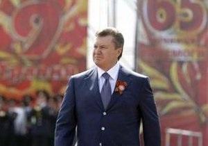 Янукович возложил цветы к могиле Неизвестного солдата в Киеве