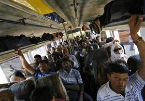 В Индии упал в реку автобус: 25 человек погибли
