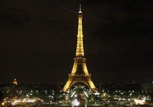 В Париже молодой мужчина прыгнул с Эйфелевой башни