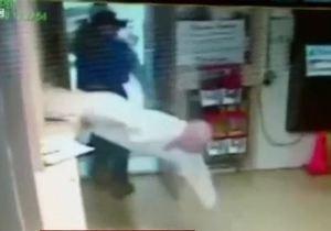 Новости США - Заключенный в США сбегает из тюрьмы на глазах у охраны - видео