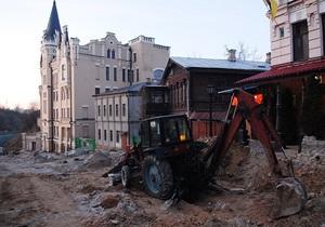 На Андреевском спуске приостановили строительные работы