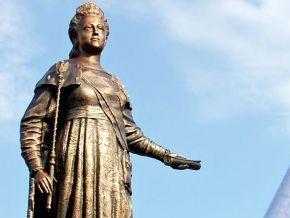 Севастополь: Митингующие требуют наказания виновных в осквернении памятника Екатерине II