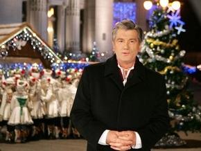 Новогодние елки украсили Секретариат Президента