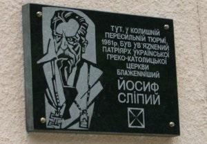 Мэр Львова требует от Кернеса  прекратить акты надругательства над украинскими памятниками