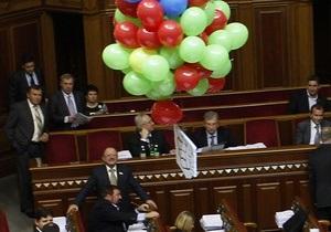 Под куполом украинского парламента появился летающий кукиш