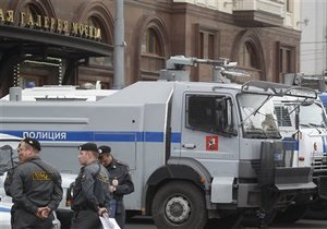 СМИ: В центр Москвы стягивается военная техника
