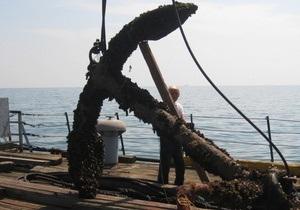 В Ильичевске со дна Черного моря подняли столетний якорь