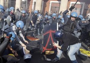 В Италии в столкновениях с демонстрантами пострадали около 30 полицейских