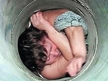 Российская пенсионерка сорок минут провисела в мусоропроводе