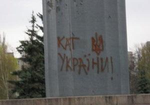 В Полтавской области памятник Ленину обмазали экскрементами