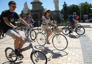 В Киеве открылись три велопарковки