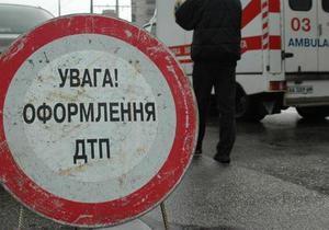 В Харьковской области микроавтобус, ехавший со школьного базара, врезался в Mitsubishi. Есть жертвы