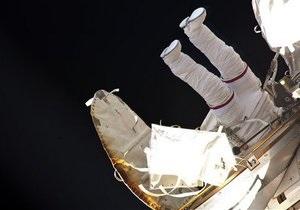 Российские космонавты завершили работы за бортом МКС