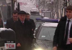 Из-за пробки в центре Киева Азарову пришлось идти пешком