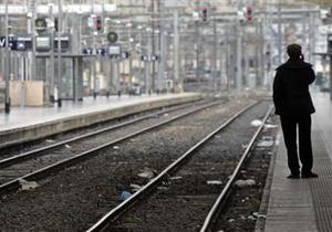 Во Франции пассажирский поезд столкнулся с краном, ранены десятки людей