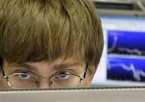 Вчера биржи зафиксировали снижение на негативном внешнем фоне