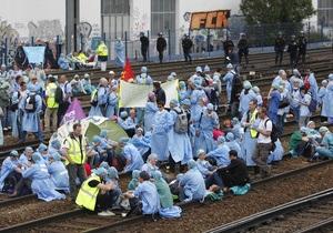 Французские анестезиологи заблокировали движение поездов на парижском вокзале