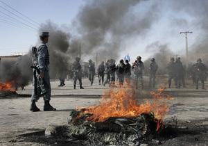 В Кабуле начались погромы из-за сожжения Корана американскими военными
