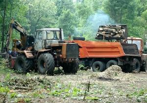 В Харькове противников вырубки деревьев вытеснили из парка: есть задержанные
