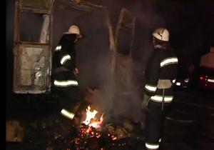 В Киеве на Троещине сгорел микроавтобус