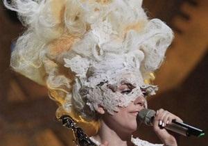 Альбом Lady Gaga в четвертый раз возглавил британский хит-парад