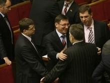Отставки Тимошенко не будет: 20 депутатов уже улетели на отдых