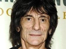 Гитарист The Rolling Stones поменял москвичку на клинику