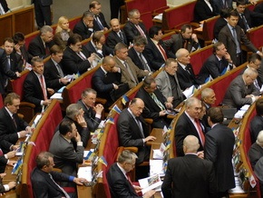 Рада вдвое снизила зарплату руководству страны